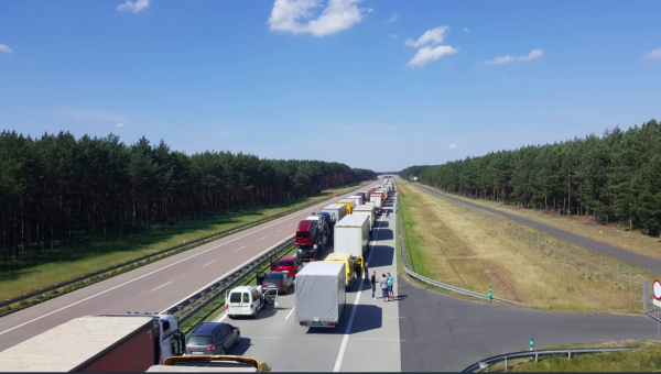 Gigantic traffic jams on the Spanish and Polish borders due to holiday in France and Germany