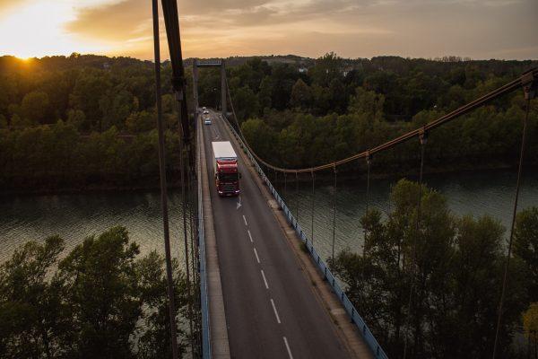 Sprzedaż ciężarówek z imponującym wynikiem w I półroczu. Zobacz TOP 5 producentów