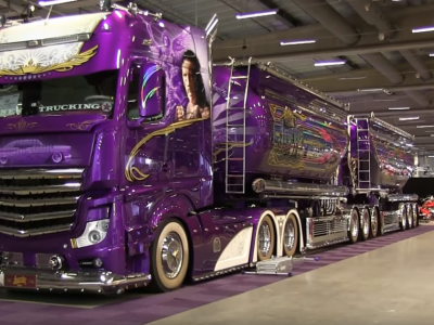 Spektakularny Mercedes Actros 2363 prosto z Finlandii. Zobacz purpurową cysternę po tuningu