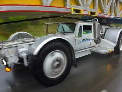 Galingas 30 metrų ilgio krovinys. Pamatykite, kaip su juo susitvarkė Boeing (video)