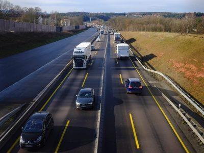 InfoTRUMPAI: Gera žinia norintiems susigrąžinti lėšas už pirktus sunkvežimius | Vilniuje atidaryta didžiausia Baltijos šalyse degalinė