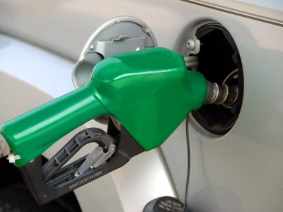 Benzin etwas günstiger, Diesel fast unverändert