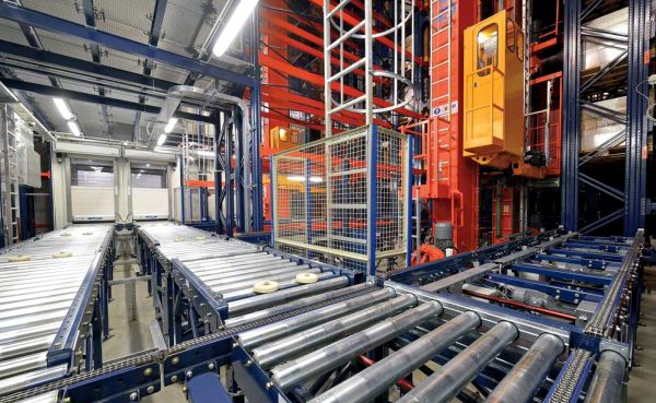 Logistik 4.0 in der Praxis. Automatische Stapler und ein feuerbeständiges Lager