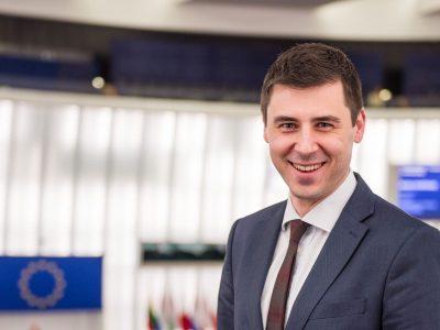 """""""Elértük, amit el lehetett érni"""" – exkluzív interjú Deli Andor európai parlamenti képviselővel a Mobilitási Csomagról"""