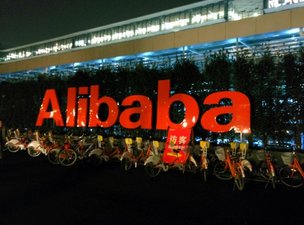Chiński gigant e-commerce wzmacnia sieć logistyczną. Zobacz, na co wydał prawie miliard dolarów