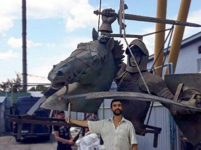 Vyčio skulptūra šiandien pasieks Kauną. Neįprastas krovinys nuvažiuos  tūkstantį kilometrų