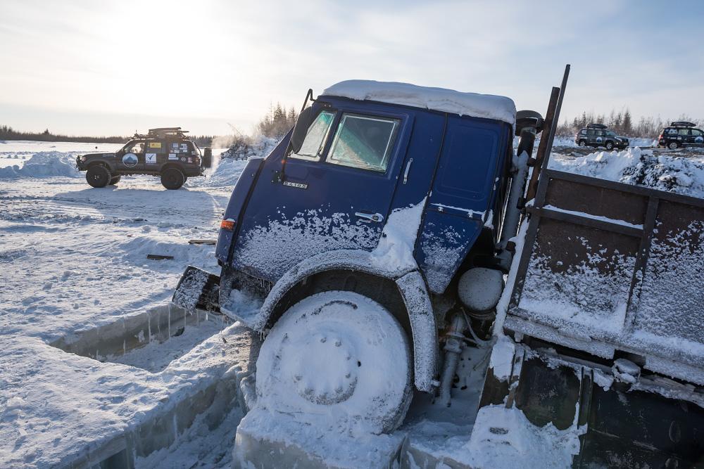 """Romantiškas pasivažinėjimas sunkvežimiu. """"Trys savaites vienatvėje, per ledą, sniegą ir kalnų perėjimus"""""""