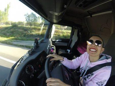 Faceți cunoștință cu o șoferiță de camion nonconformistă