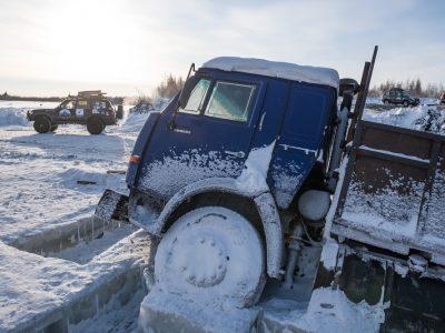 """El transporte por camión romántico. """"Tres semanas en soledad, a través de hielo, nieve y pasos de montaña"""""""