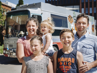 Incredible adventure of a Belgian family who travels around the world in a vintage Scania bus