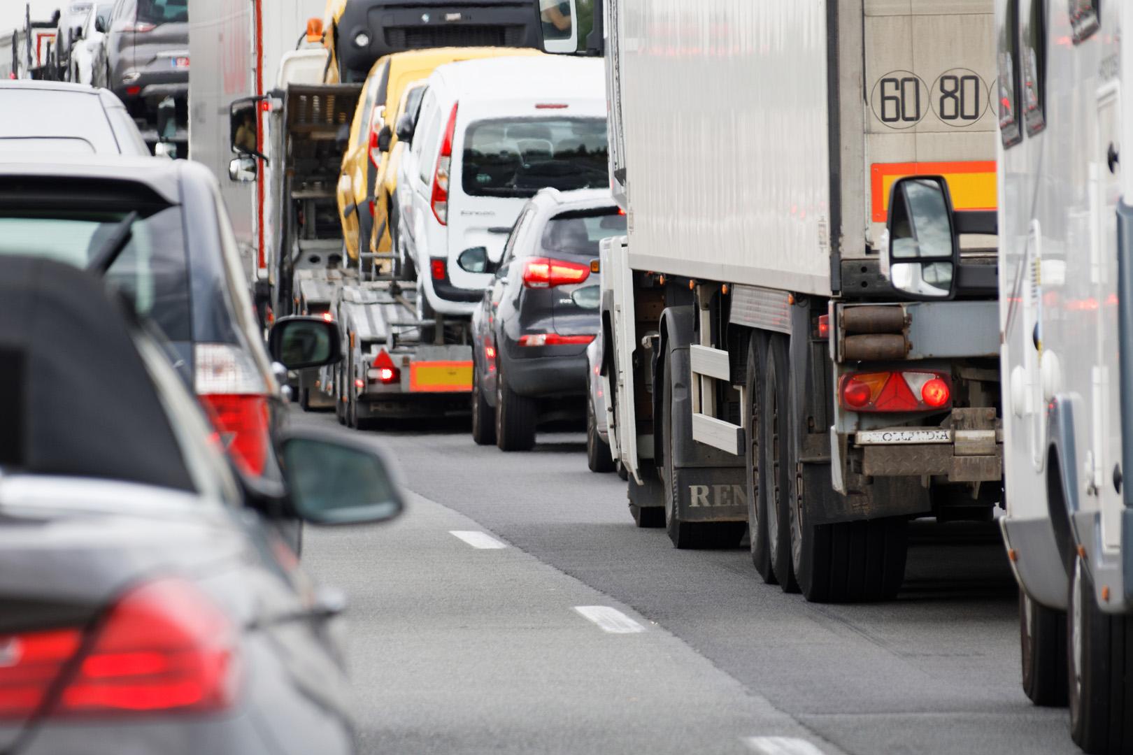 Franța: Sindicatele șoferilor amenință cu greve dacă UE aprobă noua versiune a Pachetului de Mobilitate