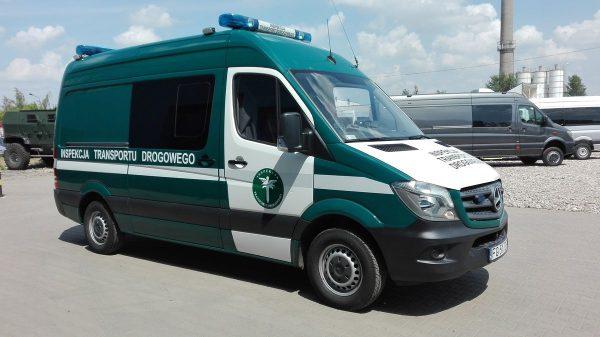 Украинец справится. Как перевозить 30 человек в двухместном фургоне