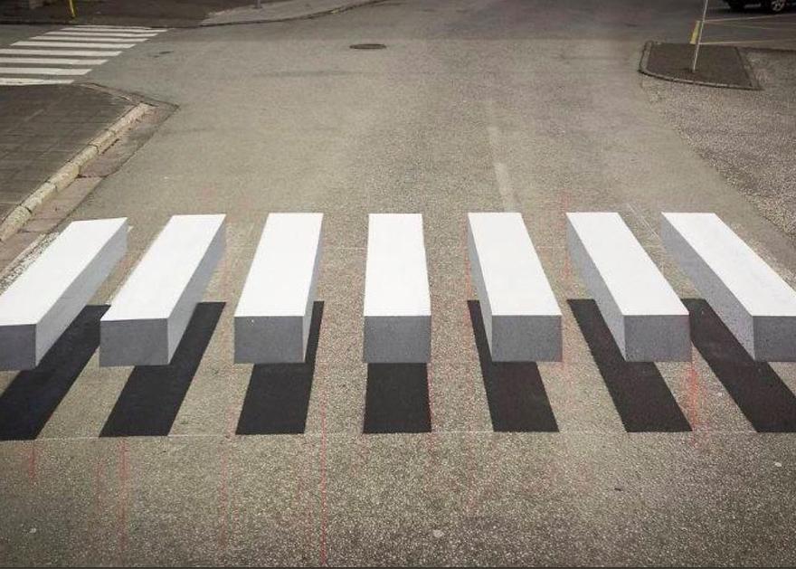 """Pierwsza """"zebra"""" 3D w Hiszpanii. Lepsza niż progi spowalniające?"""