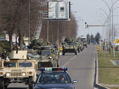 Ponad 2 tys. pojazdów wojskowych przejedzie przez Polskę. Ruch cywilny może być utrudniony