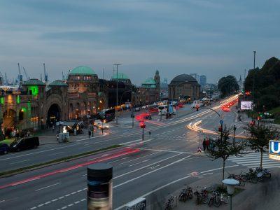Digitale Ampelphasenassistenten sollen den Verkehrsfluss auf den Straßen in Hamburg verbessern