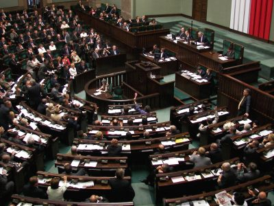 Sejm zatwierdził ważne ustawy dla transportu. Będzie opłata emisyjna