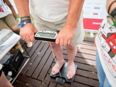 Dwie trzecie kierowców zawodowych ma problemy z wagą. Alarmujący raport o zdrowiu truckerów