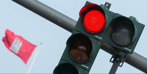 """Hamburg planuje poprawić płynność ruchu. Pomogą w tym """"asystenci świateł ulicznych"""""""