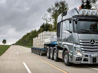 Daimler oprește livrările de motoare pentru anumite modele de camioane