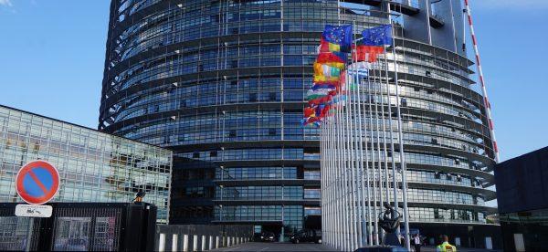 EU-Kommission verschärft Klimaziele. Emissionshandel wird auf den Verkehr ausgedehnt. Benzinpreise w