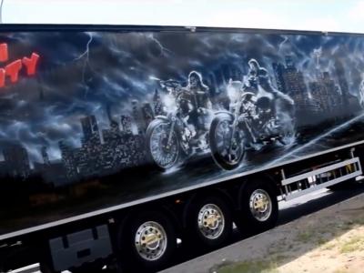 """""""Miasto grzechu"""" na ciężarówce. Zobacz zestaw z motywami nawiązującymi do kultowego filmu"""