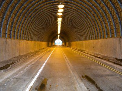 Meghosszabbították a spanyol alagutakban a forgalomkorlátozást teherautók számára
