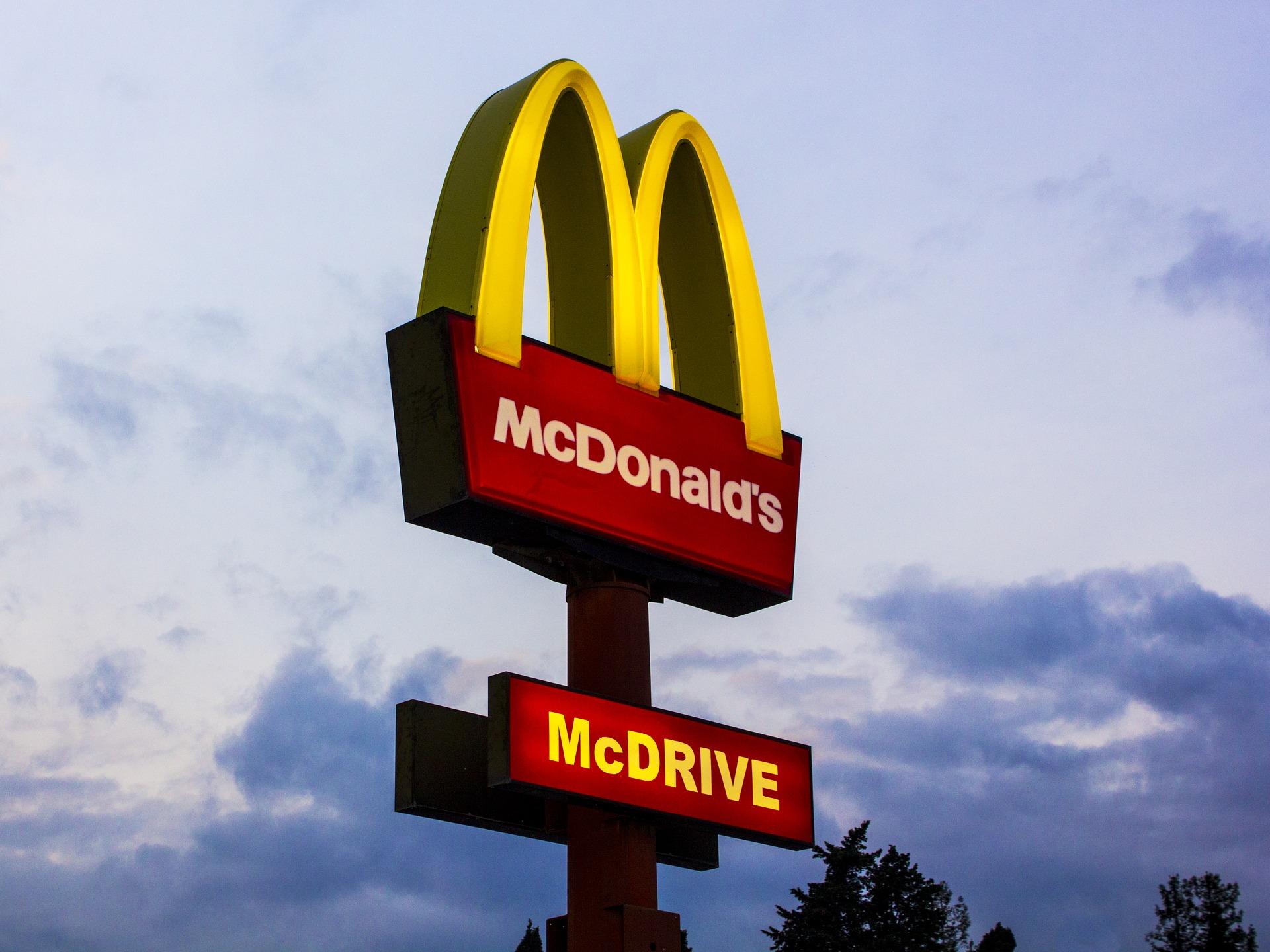 TransInstant: Ciężarówki z McDonald's tankują olej… po smażeniu frytek   Kolejna grupa uprawniona do kierowania ruchem