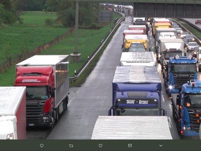 Félelemben az osztrák szállítmányozás. Ha megtörténnek a határellenőrzések, a költségek szörnyűek lesznek