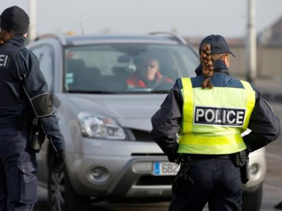 Germania suplimentează numărul agenţilor de control la granița cu Austria
