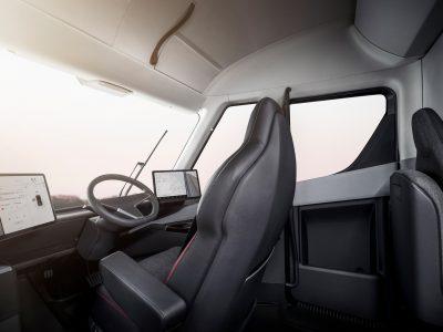 Tesla Semi Truck vidus yra siaubingas! Pažiūrėkite patys