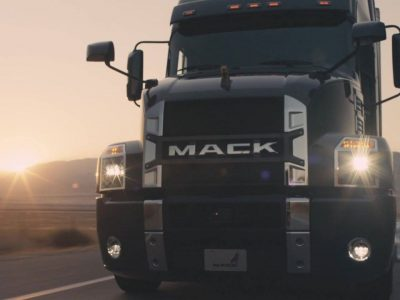 Country singer recorded an album in tribute to the work of truckers and conquered their hearts