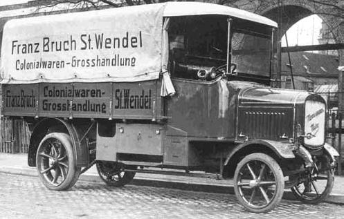 Ładowność wojennych ciężarówek sięgała trzech ton, ale w przewozach do i ze stacji kolejowej było to wystarczające.