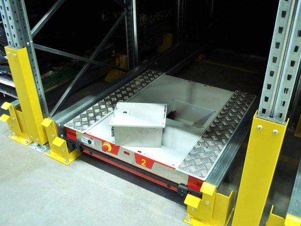 Logistyka 4.0 w praktyce. Dzięki systemowi Pallet Shuttle do obsługi magazynu wystarczy jeden wózek