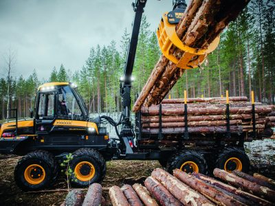 A csendes Tornado növelte a erdészeti gépeket gyártó raktárának kapacitását
