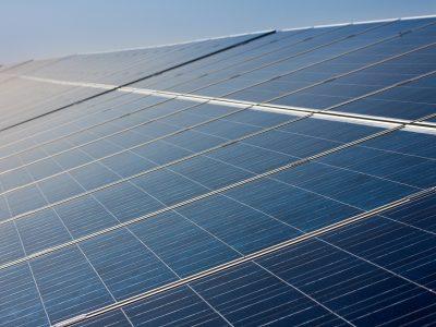 A napelem a jövő közlekedésének kulcsa – a fűthető és világító napelem-út már megépült