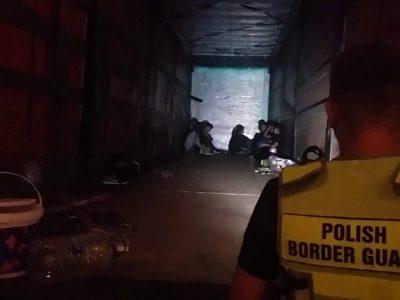 Nelegalūs imigrantai (net 20 asmenų) buvo atvežti sunkvežimiais į Lenkiją. Vairuotojas apkaltintas, o migrantai išsiųsti į Lietuvą