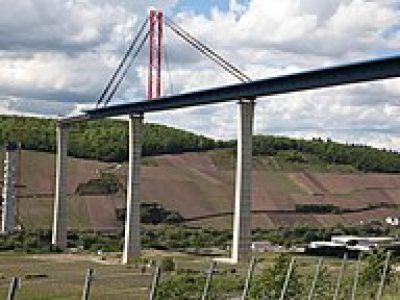 """""""Ein Brückenschlag der Superlative"""" – die letzte Lücke im Bau der Hochmoselbrücke wurde feierlich geschlossen"""