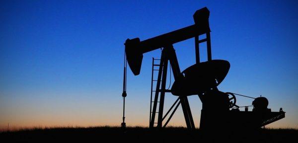 Ile zapłacimy w tym roku za paliwo? Kluczowa będzie styczniowa decyzja wydobywców