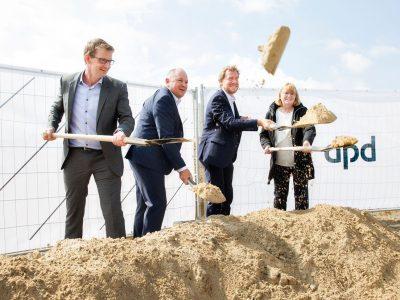 Spatenstich für neues Paketsortierzentrum von DPD in Melsdorf bei Kiel. Bis zu 300 Arbeitskräfte werden im Einsatz sein