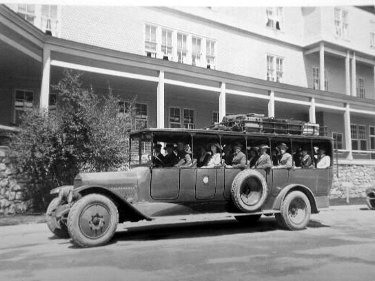 Z autobusów często korzystały hotele, używając pojazdów do przewożenia gości na stację oraz krótkie wycieczki.