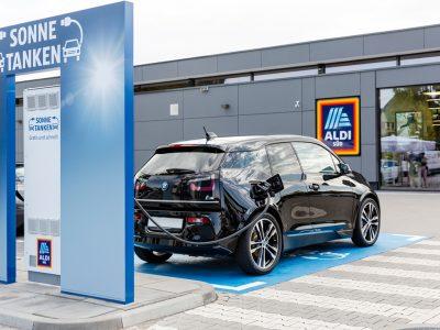 Discounter errichtet 28 neue Schnelladestationen für Elektroautos