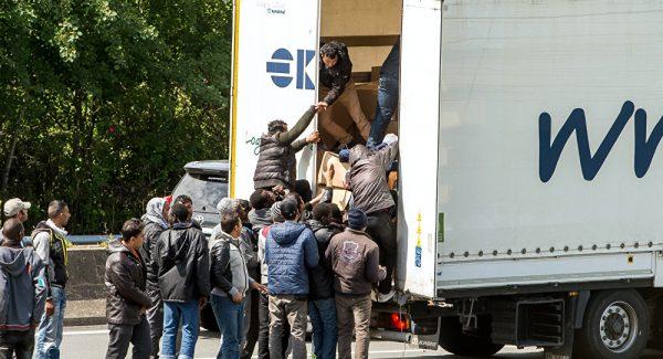 3 žingsniai, kaip apsisaugoti nuo nelegalių migrantų sunkvežimyje