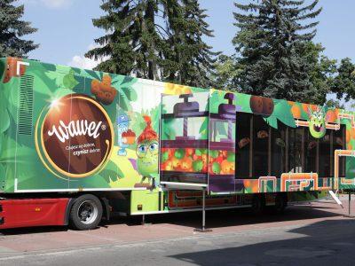 Ciężarówka pełna słodkości ruszyła w Polskę. Sprawdź, jakie miasta odwiedzi