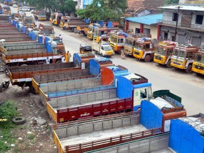Этот протест перевозчиков охватил даже 9,3 миллиона человек – на третий день еду привозили автобусами