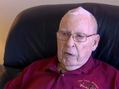 Vyras 87 metų amžiaus nori tapti sunkvežimio vairuotoju tam, kad sumokėti už žmonos gydymą