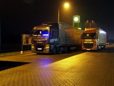 Czas pracy kierowcy w porze nocnej po zmianach – POBIERZ DARMOWY PORADNIK