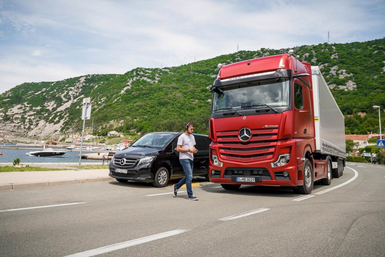 New Mercedes-Benz Actros  See it live! - Trans INFO