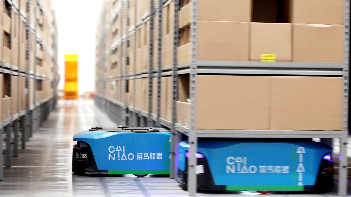 Wirujące roboty w magazynie Alibaby. Dzięki nim ludzie mają mniej pracy