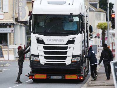 Transportatorii britanici îi avertizează pe șoferi: Atenție la zonele porturilor Caen și Ouistreham