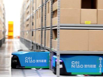 Вращающиеся роботы на складе Alibaba. Благодаря им у людей меньше работы